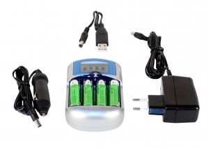 Makro AC & Car Charger 4 x AA Rechargeable Batteries
